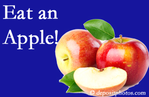Fort Wayne chiropractic care encourages healthy diets full of fruits and veggies, so enjoy an apple the apple season!